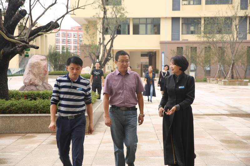 刘友军副书记参观海棠实验中学